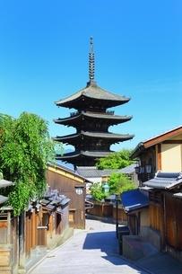 八坂の塔と青空の写真素材 [FYI04677115]