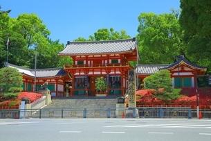 八坂神社 西楼門の写真素材 [FYI04677192]