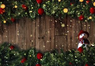 クリスマスの雪だるまのかわいいオーナメントの背景デザインの写真素材 [FYI04677362]