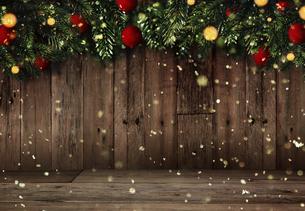 クリスマスのフレームと背景素材の写真素材 [FYI04677378]
