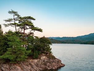 【香川県 まんのう町】満濃池 ため池の写真素材 [FYI04677523]
