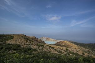 草津白根山火口展望台から見る湯釜の写真素材 [FYI04677529]
