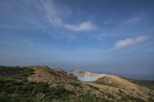 草津白根山火口展望台から見る湯釜の写真素材 [FYI04677530]