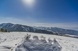 雪山 スキー場の雪景色の写真素材 [FYI04677539]