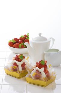 イチゴケーキ の写真素材 [FYI04677895]