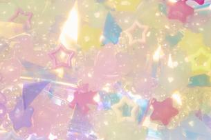 オーロラカラーのビニールとパステルカラーのビーズの写真素材 [FYI04678048]