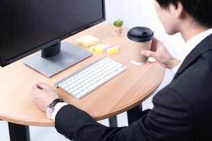 若いビジネスマンの手元の写真素材 [FYI04678224]