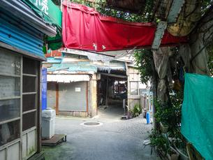 沖縄県那覇市の旧農連市場(中部農連市場)の写真素材 [FYI04678377]