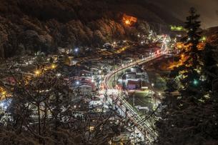 雪の宿場町の写真素材 [FYI04679073]