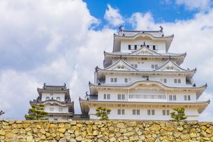 青空と姫路城の写真素材 [FYI04679712]