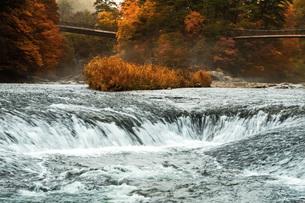 吹割の滝・秋の写真素材 [FYI04680244]