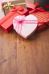 いろんな形のプレゼントボックスの写真素材 [FYI04680440]