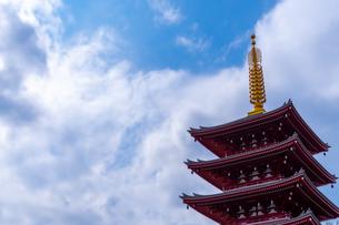 浅草神社の五重塔の写真素材 [FYI04680640]