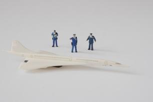 コンコルドを監視する警察官のミニチュア の写真素材 [FYI04680668]