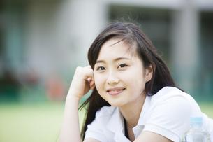 笑顔の女の子の写真素材 [FYI04681510]