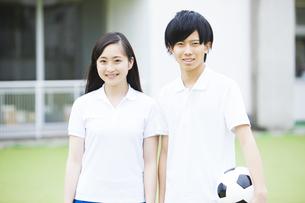 体操着の男女の学生の写真素材 [FYI04681513]
