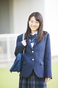 笑顔の女子高生の写真素材 [FYI04681520]