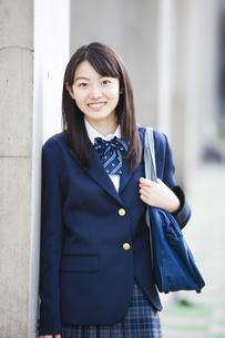 笑顔の女子高生の写真素材 [FYI04681522]