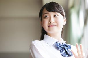 微笑む女子高生の写真素材 [FYI04681538]