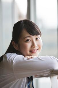 微笑む女子高生の写真素材 [FYI04681544]