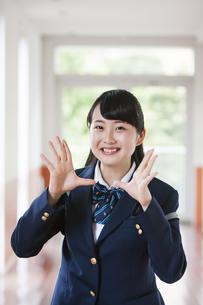 笑顔の女子高生の写真素材 [FYI04681611]