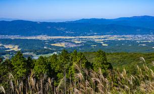 白鳥展望所より加久藤カルデラを望むの写真素材 [FYI04681818]