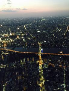都会の夜景の写真素材 [FYI04681988]