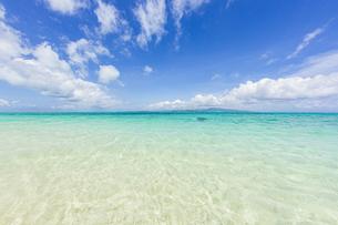 石西礁湖の中心に位置する幻の島「浜島」の写真素材 [FYI04681998]