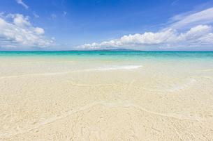 石西礁湖の中心に位置する幻の島「浜島」の写真素材 [FYI04681999]