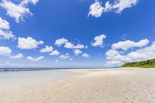 川平湾隣に位置する静かな吉原海岸の写真素材 [FYI04682242]