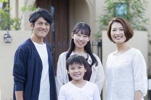 家族のポートレートの写真素材 [FYI04682289]