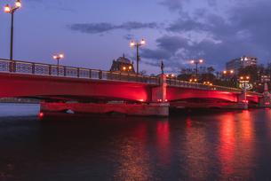 夕刻の幣舞橋の写真素材 [FYI04682328]