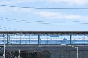 ニューヨーク市 ロングアイランドシティーの地下鉄高架線駅。の写真素材 [FYI04682590]