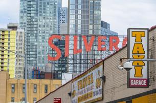 ニューヨーク市 クイーンズ ロングアイランドシティー クイーンズボロープラザの新興高層ビル群。の写真素材 [FYI04682610]