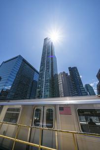 ニューヨーク市 クイーンズ ロングアイランドシティー クイーンズボロープラザ地下鉄駅からの新興高層ビル群。の写真素材 [FYI04682626]