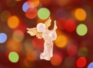 天使とイルミネーションの写真素材 [FYI04682900]