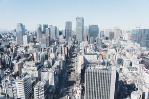晴れた日の東京都心のビル群の写真素材 [FYI04683231]
