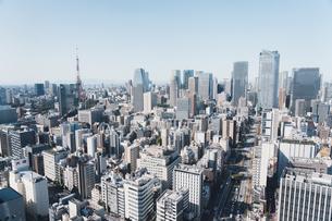 晴れた日の東京都心のビル群の写真素材 [FYI04683233]