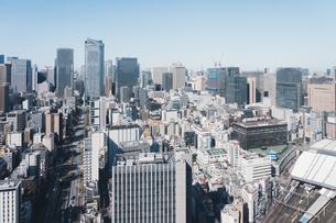 晴れた日の東京都心のビル群の写真素材 [FYI04683240]