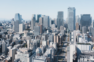 晴れた日の東京都心のビル群の写真素材 [FYI04683241]