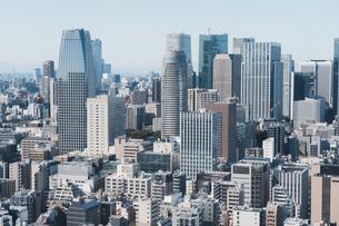 晴れた日の東京都心のビル群の写真素材 [FYI04683244]