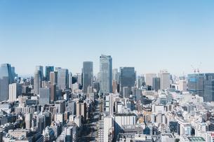 晴れた日の東京都心のビル群の写真素材 [FYI04683252]