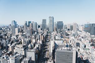 晴れた日の東京都心のビル群の写真素材 [FYI04683253]