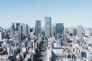 晴れた日の東京都心のビル群の写真素材 [FYI04683254]