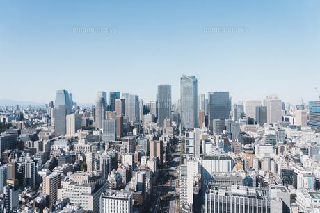 晴れた日の東京都心のビル群の写真素材 [FYI04683255]