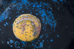 ペンキの剥げた遊具の装飾の写真素材 [FYI04684187]
