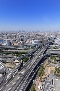 大阪市街と高速道路JCTの写真素材 [FYI04684881]