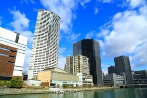 堂島川と大阪高層ビル群の写真素材 [FYI04684900]