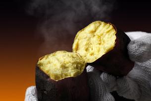 焼き芋の写真素材 [FYI04685134]