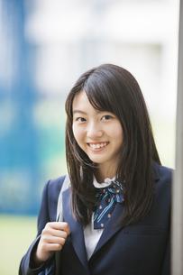 笑顔の女子高生の写真素材 [FYI04685300]